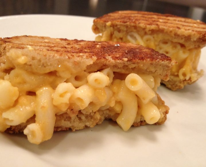 Close-up of a mac and cheese sandwich made with gluten-free pasta