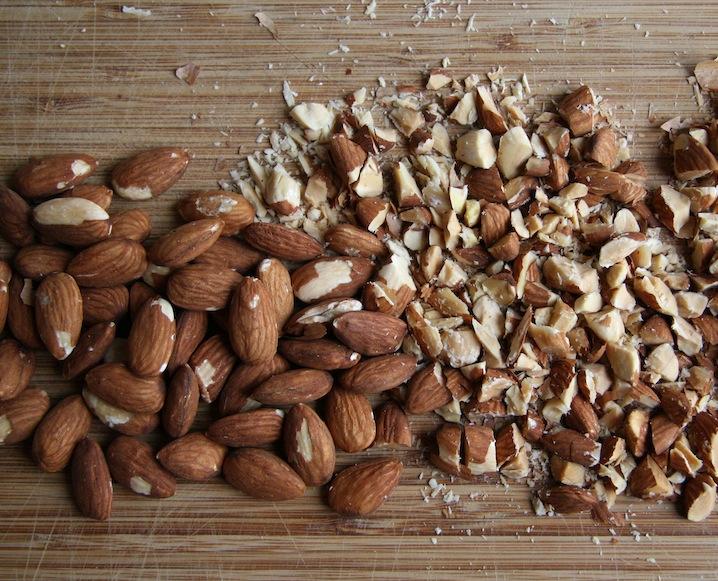Superfood Spotlight: Almonds