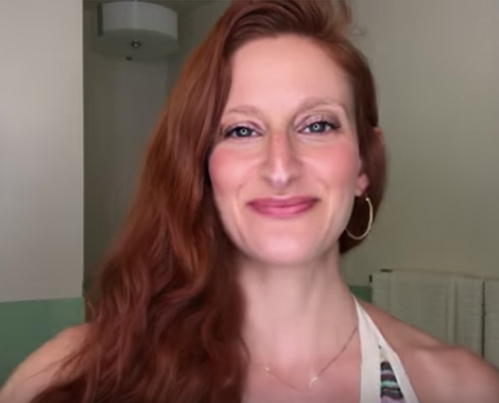 fake glowy skin with natural makeup