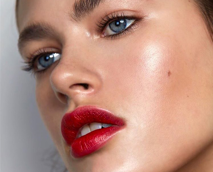 How Not To Screw Up A Bold Lip (It's All About Layering)