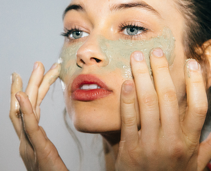 the chat by the chalkboard mag girl applying green mask to face