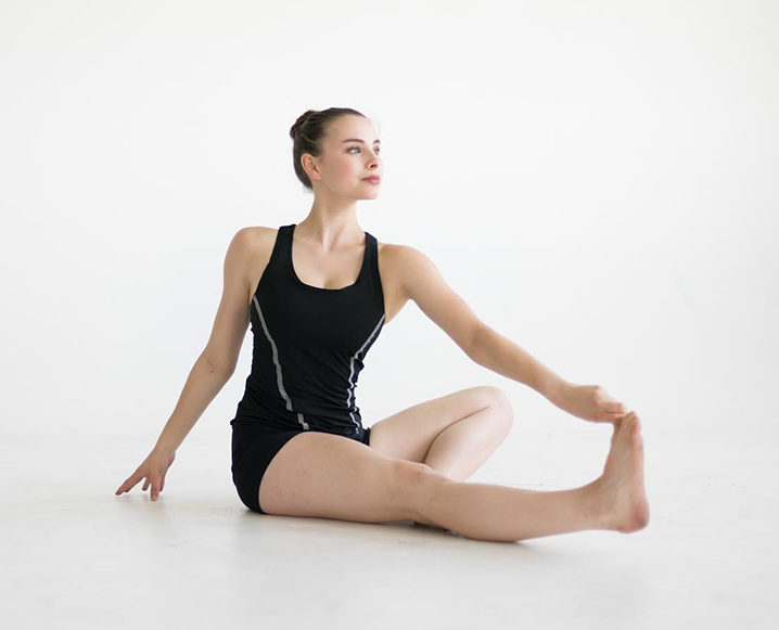Woman performing the calf and peroneus stretch routine