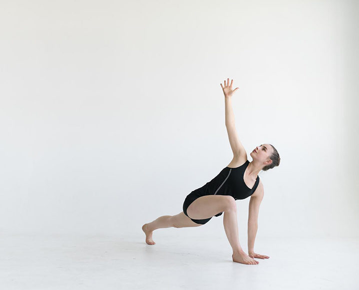 Woman performing the hip flexor stretch routine