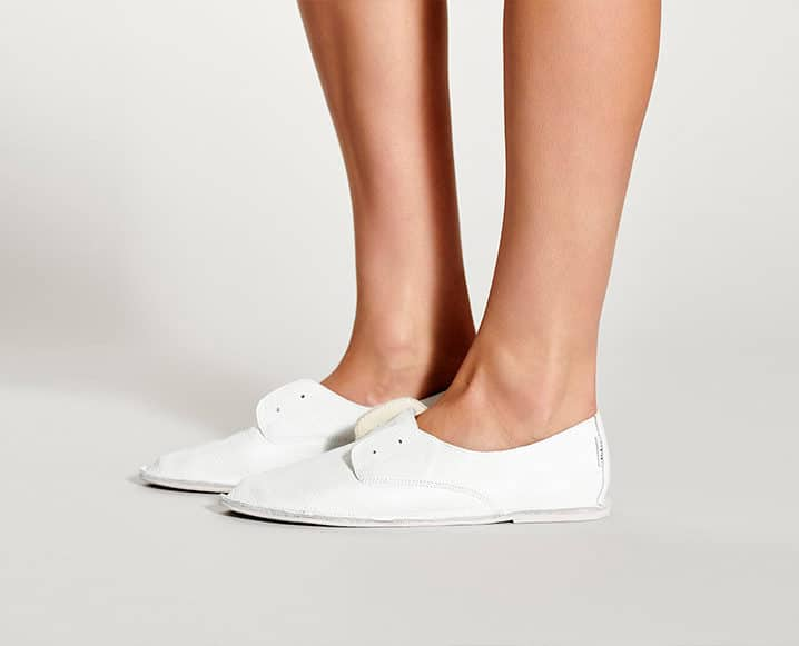 white hobes shoes