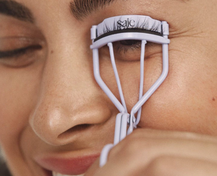 girl with lash curler work from home beauty