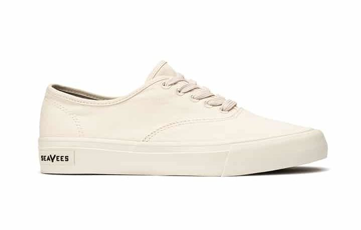 seavees sneakers white lace up